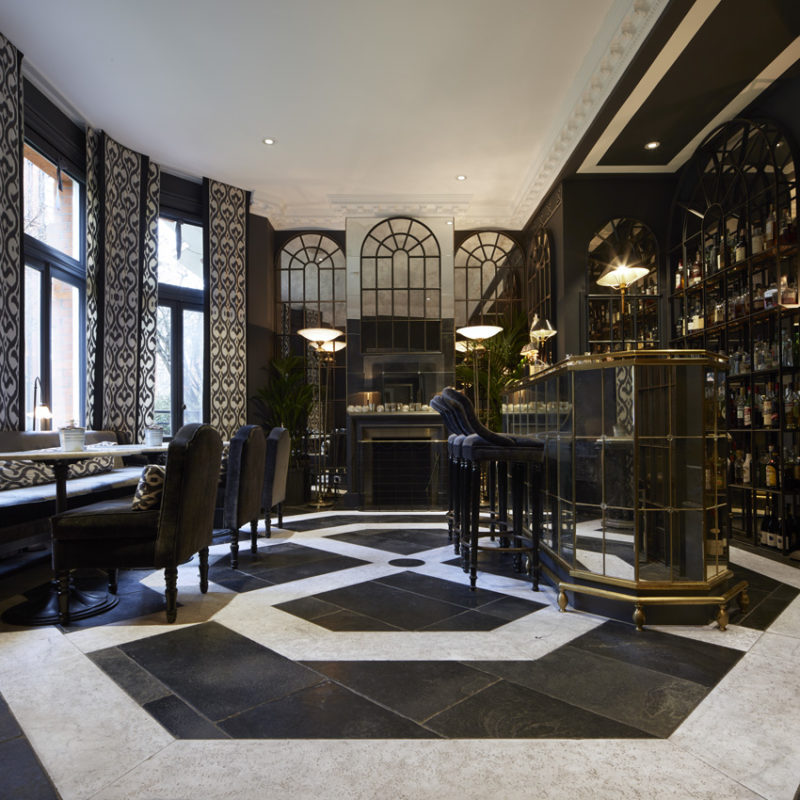 Lapicida_Hotel-Bar_Fire-Surround_Floor_Carrara_Nero-Antico_Birr-Black