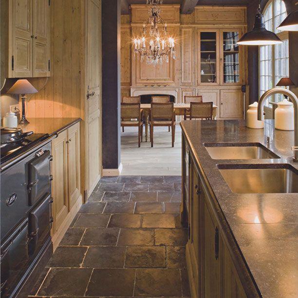 Lapicida Nero Antica Limestone Kitchen