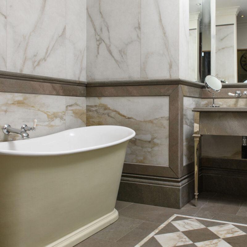 Lapicida_BathroomSet_Antique-Marble_Walls_Elvira_Floor-