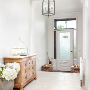 Lapicida_Hallway_London-White_Distressed-Finish